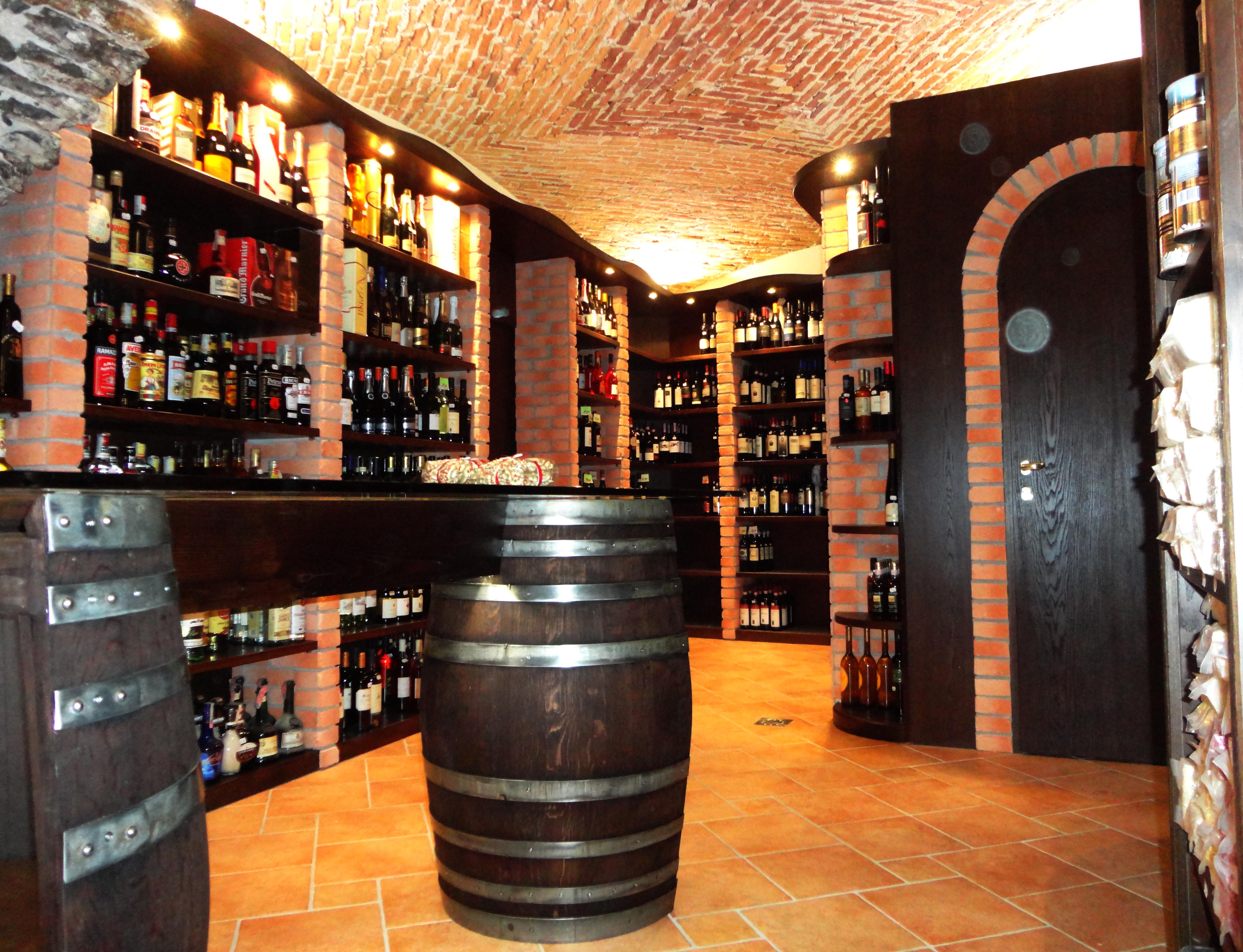 Costruzione arredamento enoteca progettazione e for Arredamento enoteca wine bar