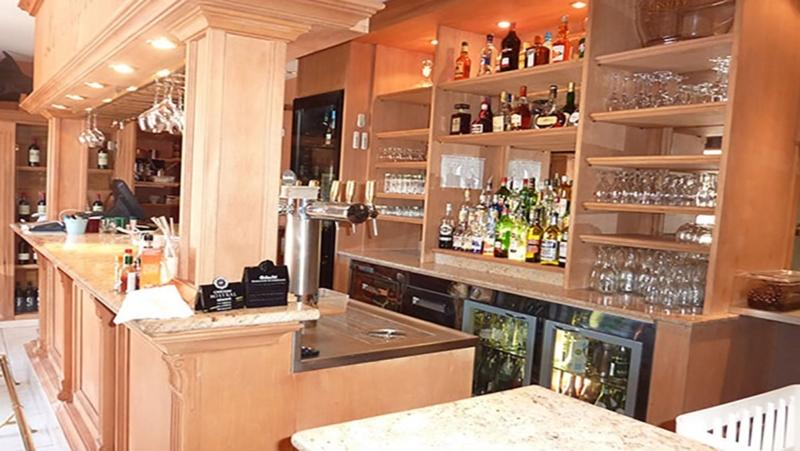 <span class='second-part'>Arredamento bar </span> Nizza